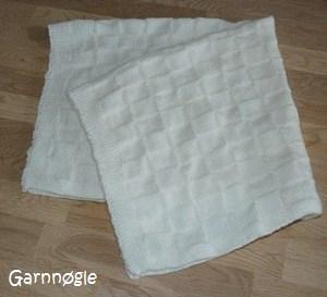hvidt-taeppe-foldet